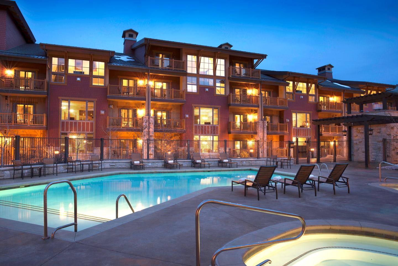 Sunrise Lodge Pool